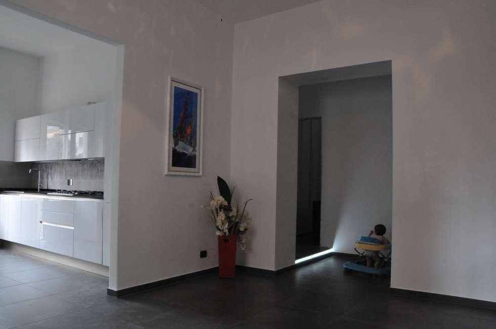Casa Elfa: Soggiorno in stile in stile Moderno di STUDIO TIZIANA GERARDI