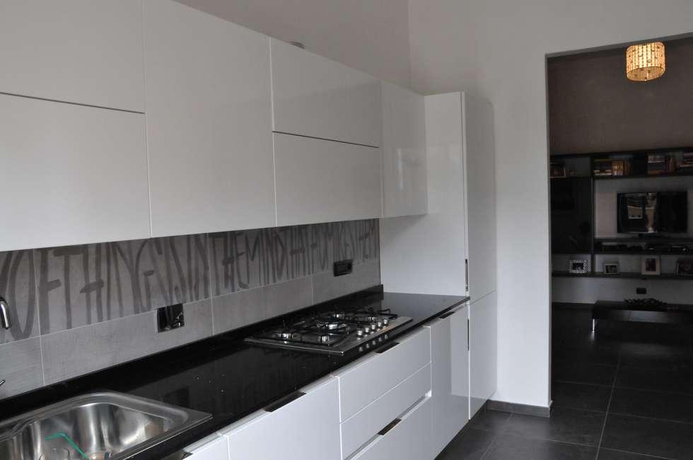 Casa Elfa: Cucina in stile in stile Moderno di STUDIO TIZIANA GERARDI