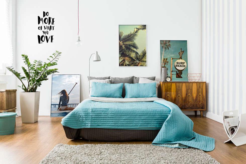 Let's Surf: eclectic Bedroom by Pixers