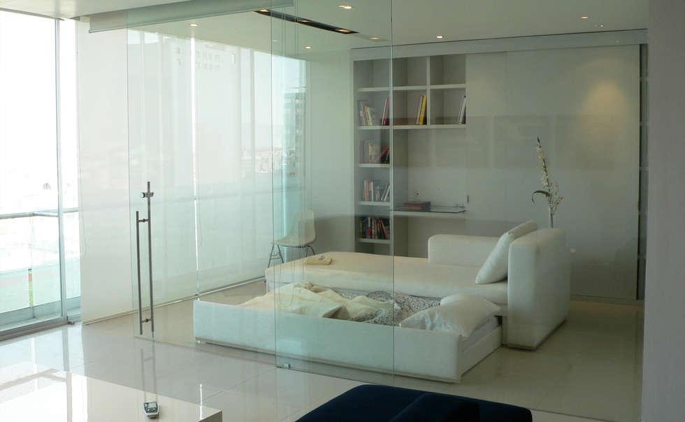 Estudio : Estudios y oficinas de estilo moderno por Arquitectos M253