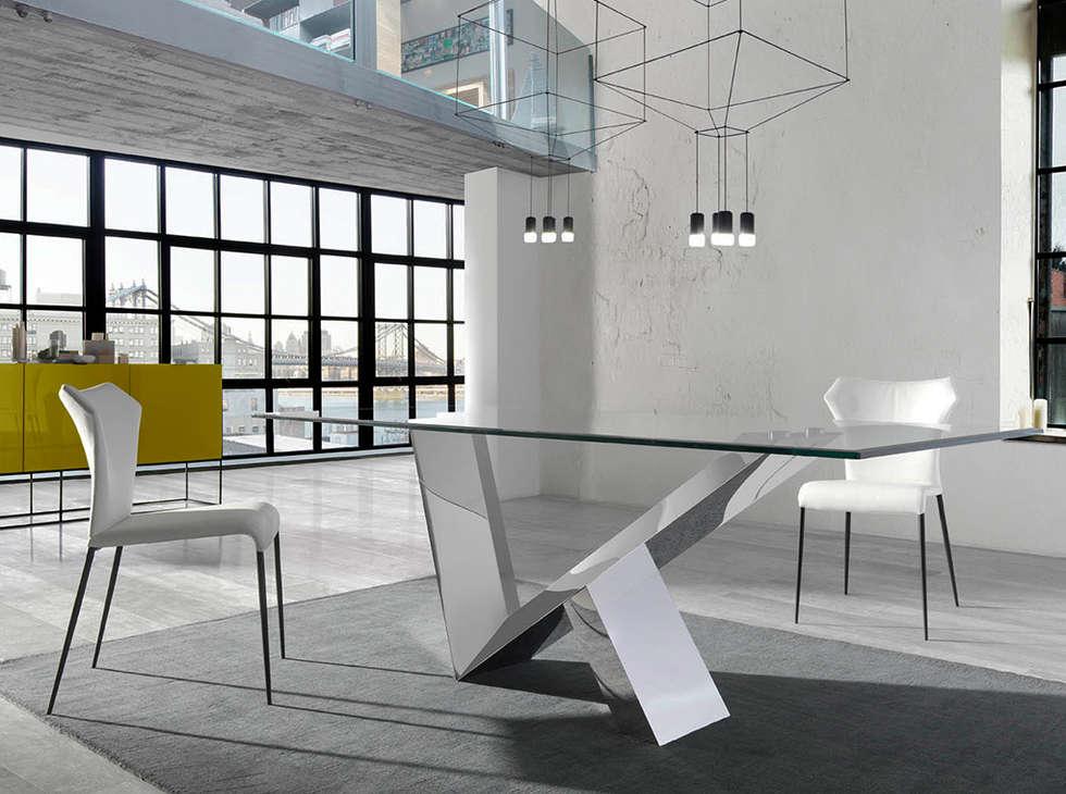 Mesas de refeições com tampo em vidro Dining tables with glass top www.intense-mobiliario.com  LARA: Salas de jantar modernas por Intense mobiliário e interiores;