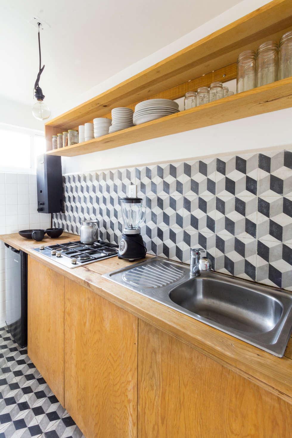 Cocina de departamento: Cocinas de estilo moderno por DOSA studio