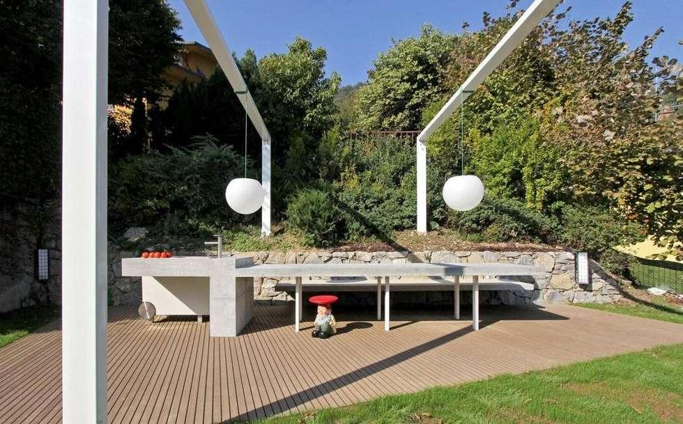 Barbecue outdoor giardino in stile in stile moderno di for Angolo giardino