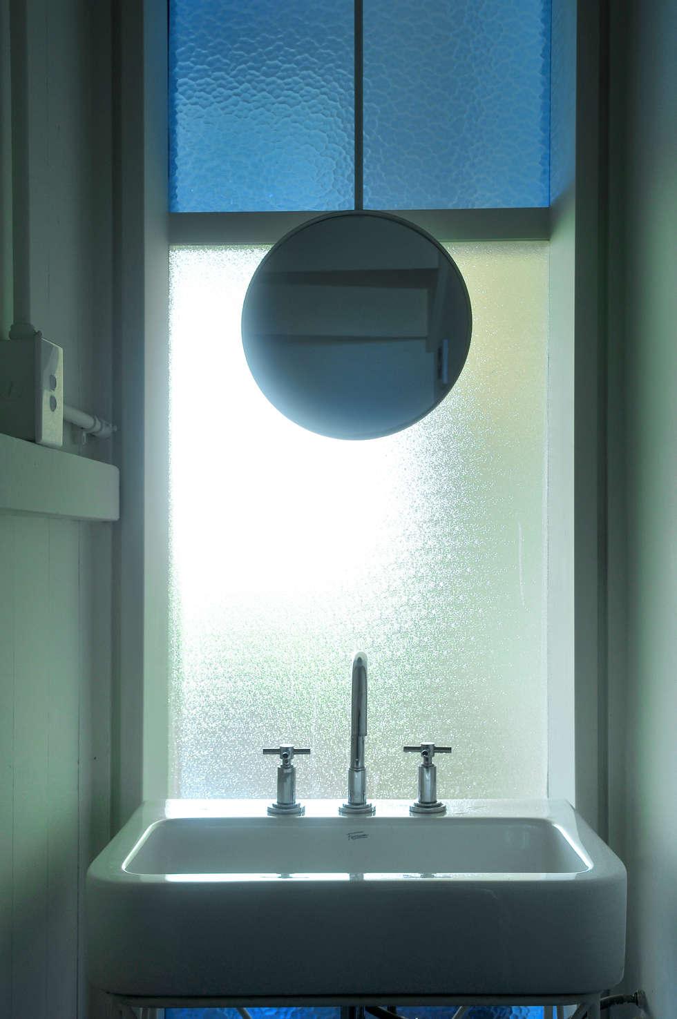 modern Bathroom by Paula Herrero | Arquitectura