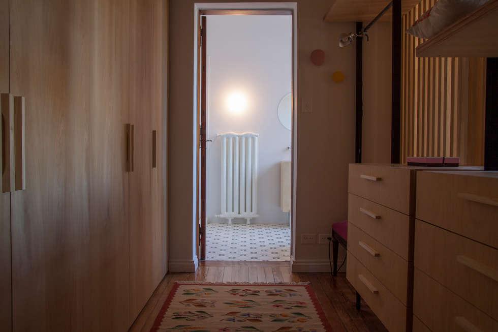 modern Dressing room by Paula Herrero | Arquitectura