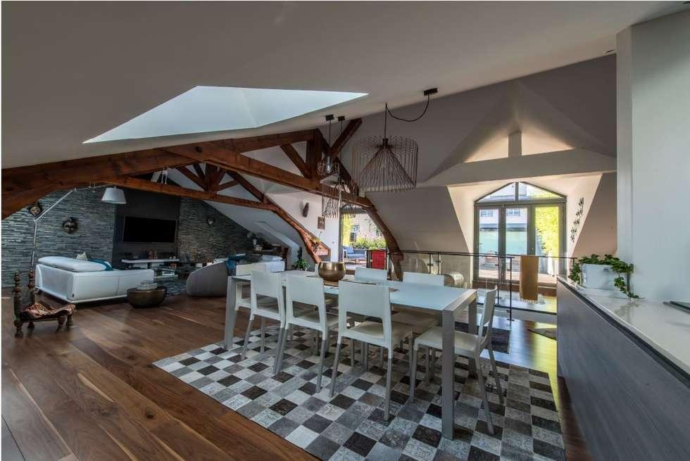 Villa Lisa - Salle de séjour / salle à manger: Salle à manger de style de style Moderne par EURL Atelier d'Architecture Michel Nicoletti