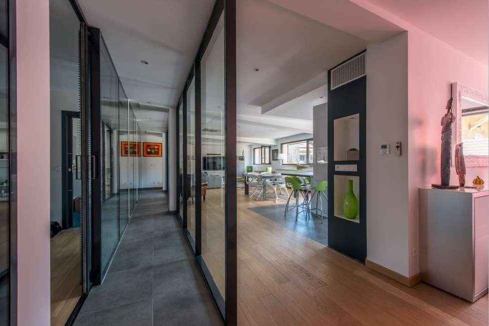 Villa Lisa - Entrée: Couloir et hall d'entrée de style  par EURL Atelier d'Architecture Michel Nicoletti