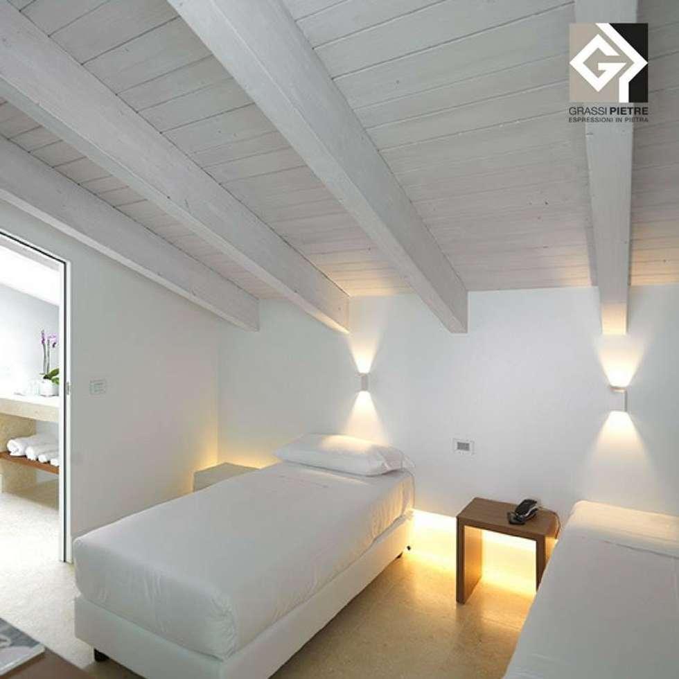 Double Room: Hotel in stile  di Grassi Pietre srl
