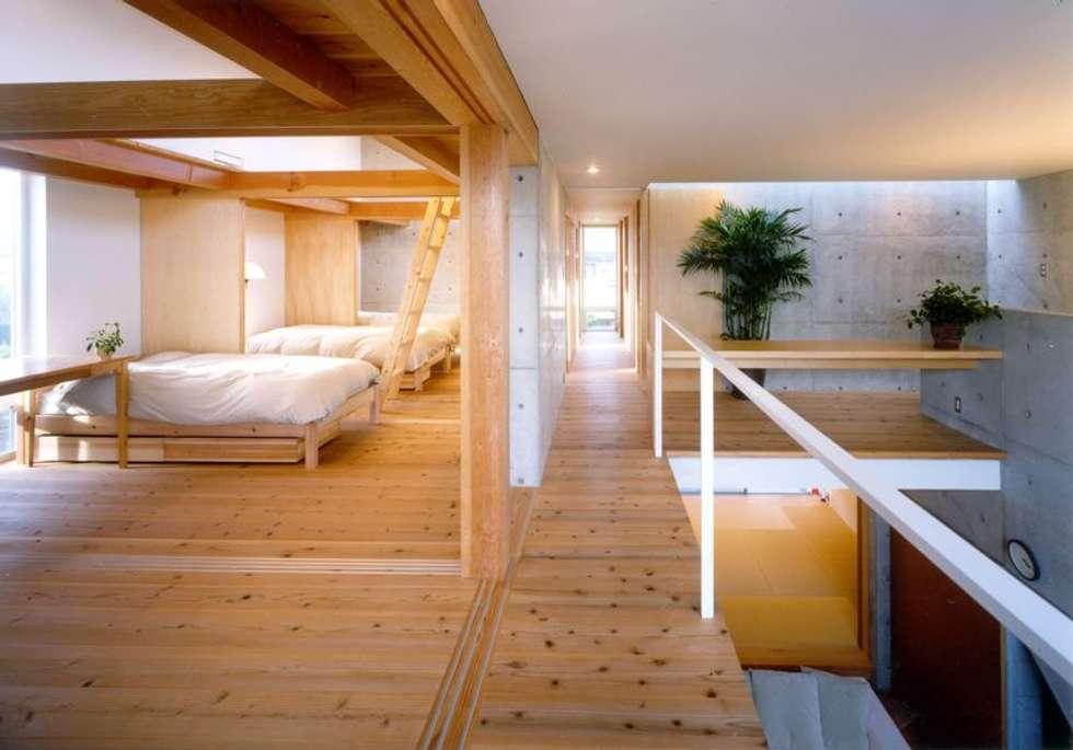 七郷の家: FrameWork設計事務所が手掛けた寝室です。