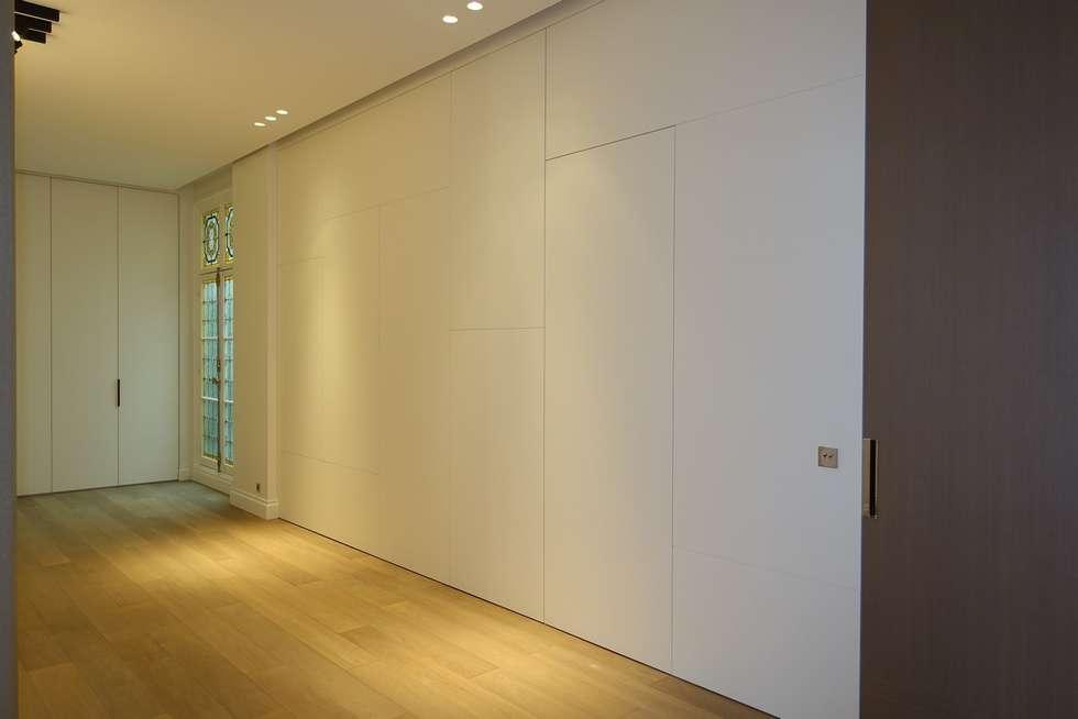 placard couloir etroit placard avec portes dans chambre coucher moderne with placard couloir. Black Bedroom Furniture Sets. Home Design Ideas