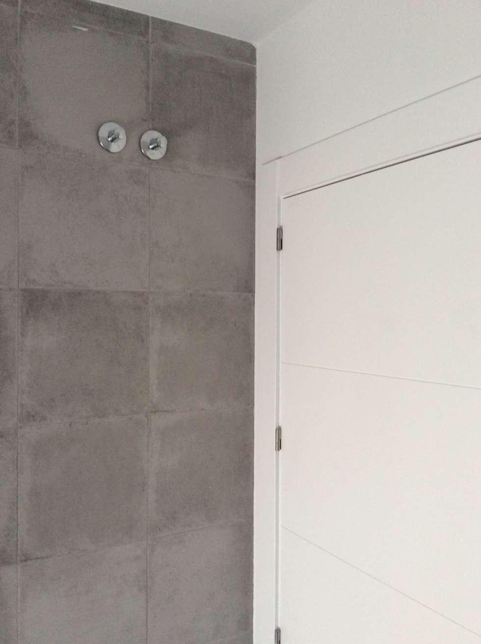 casa para dos paredes y suelos de estilo minimalista de casas arquicenter