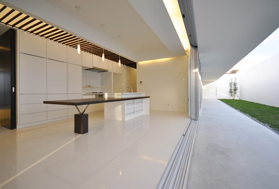 Salas de jantar modernas por 門一級建築士事務所