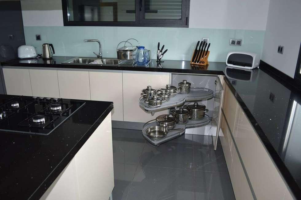 Acessórios: Cozinhas modernas por Ansidecor