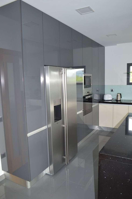 Colunas de cozinha com electrodomésticos encastrados: Cozinhas modernas por Ansidecor