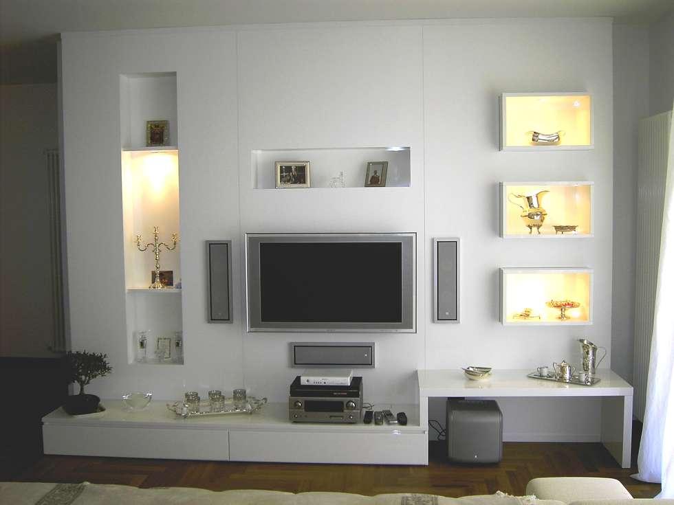 Mobili tv soggiorno in stile in stile classico di ds for Arredi in legno