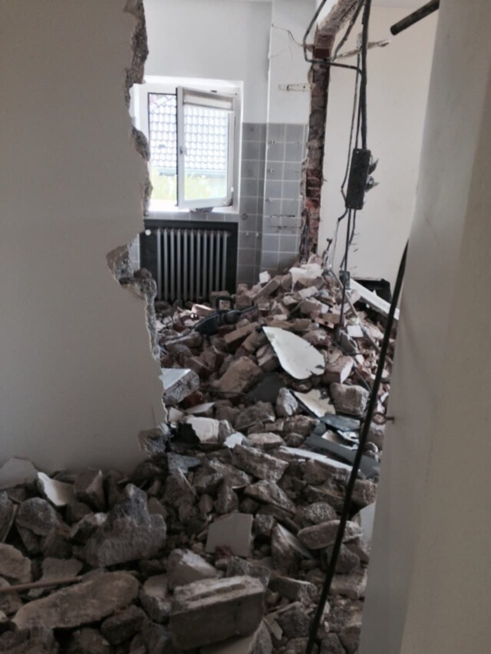 before_photo bilder: umbau - 50er jahre bad zum wellnessbad | homify, Badezimmer ideen