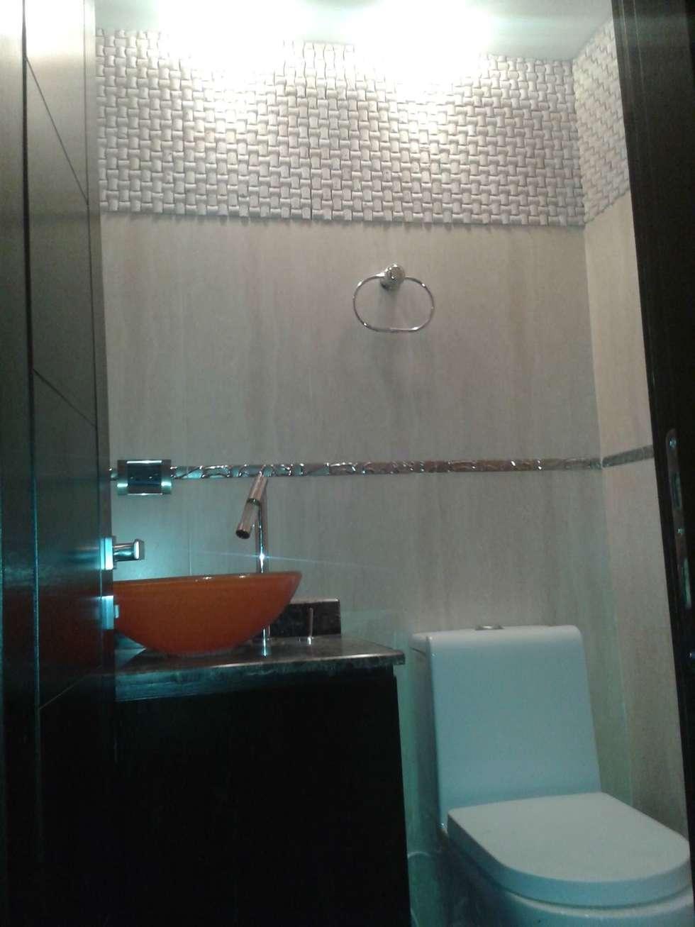 VISTA FRONTAL DE BAÑO DE VISITAS : Baños de estilo minimalista por CelyGarciArquitectos c.a.