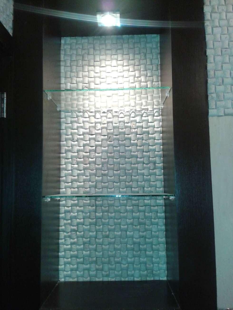 NICHO EN BAÑO AUXILIAR: Baños de estilo minimalista por CelyGarciArquitectos c.a.