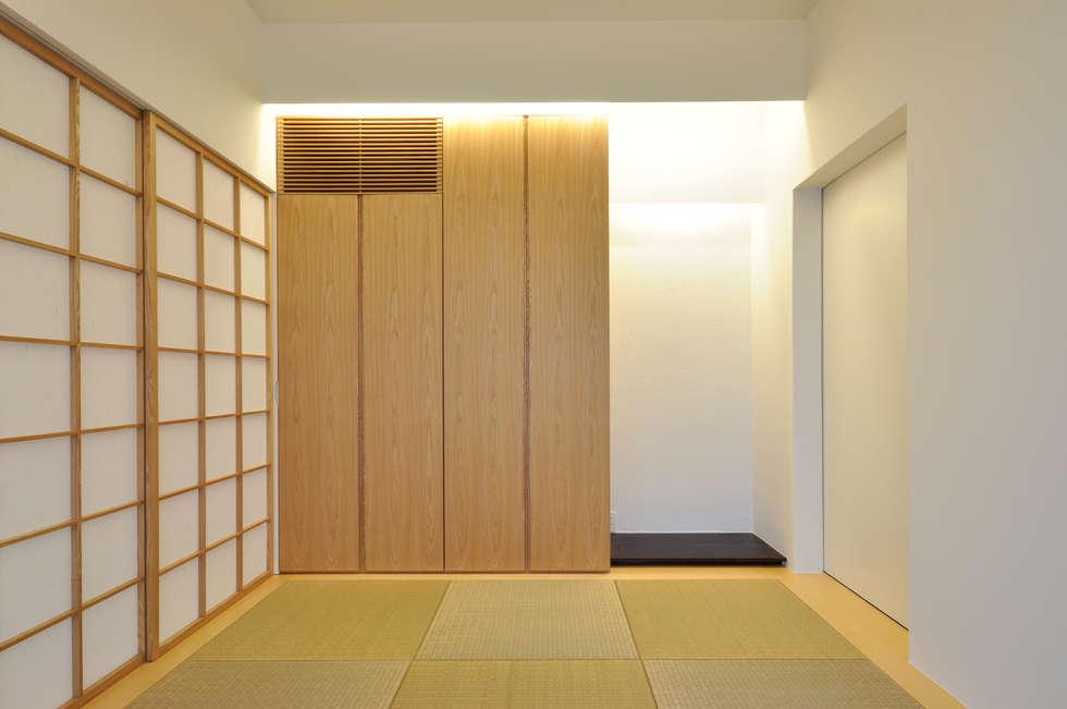 UHR-HOUSE: 門一級建築士事務所が手掛けた和室です。