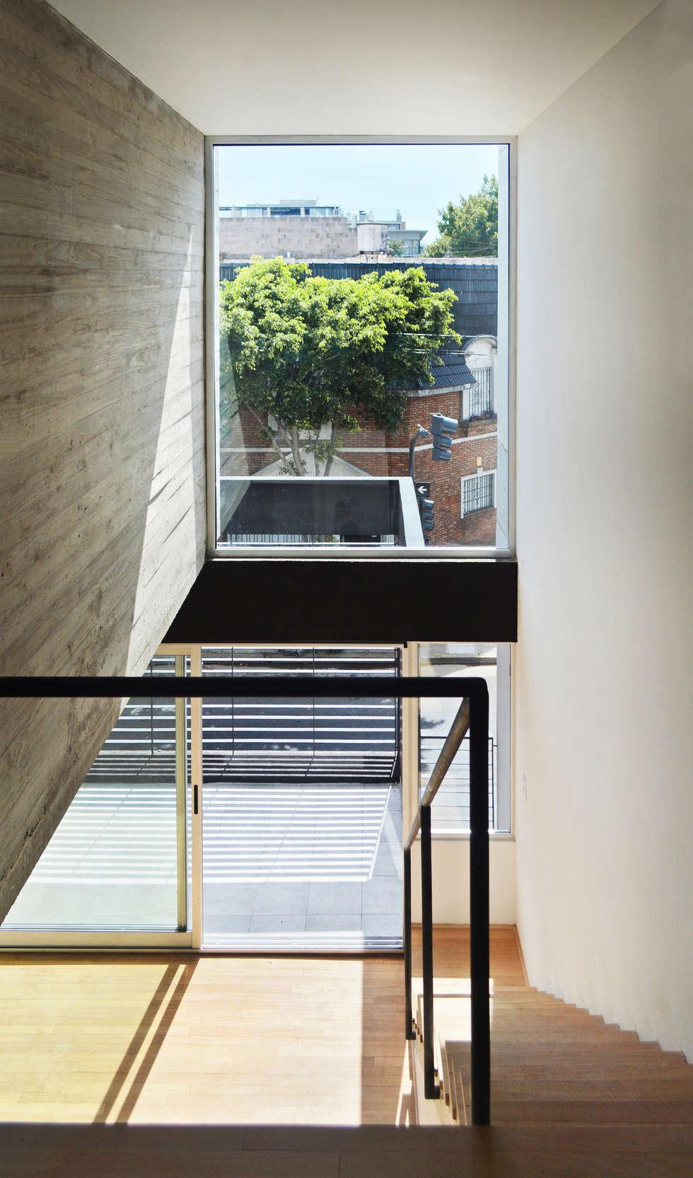 Doble altura: Dormitorios de estilo moderno por F2M Arquitectos