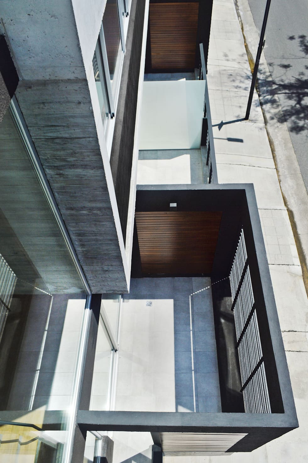 Balcon terraza: Casas de estilo moderno por F2M Arquitectos