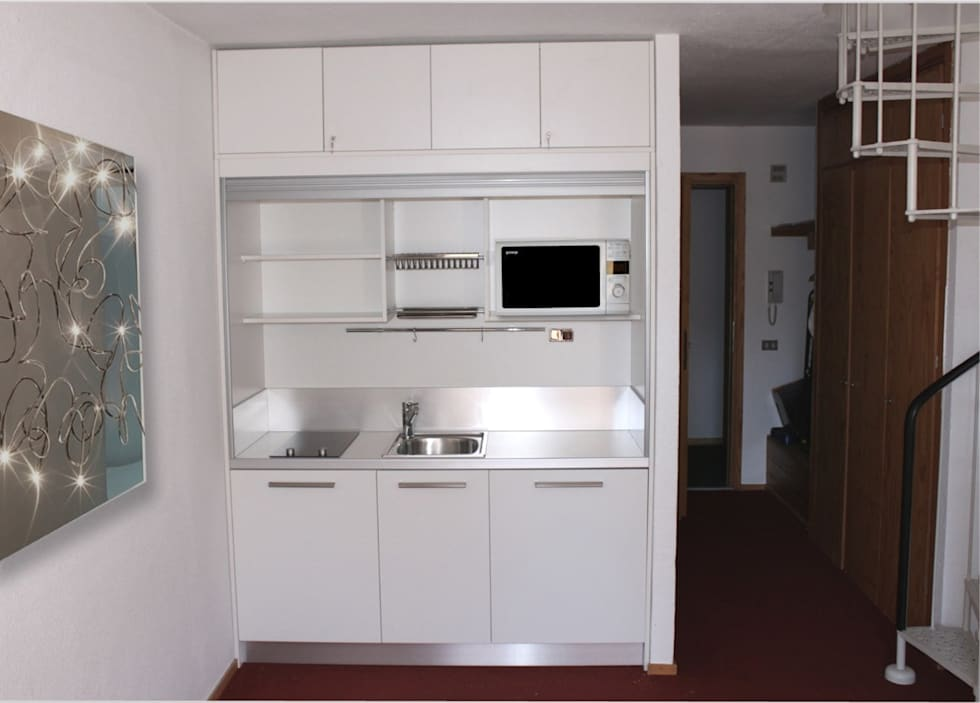 Mini Cucina monoblocco a scomparsa modello MiniSize 170: Cucina in stile in stile Moderno di SIZEDESIGN SMART KITCHENS & LIVING
