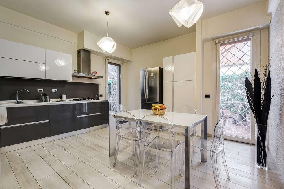 Ponte Milvio | Minimal Design: Cucina in stile in stile Moderno di EF_Archidesign
