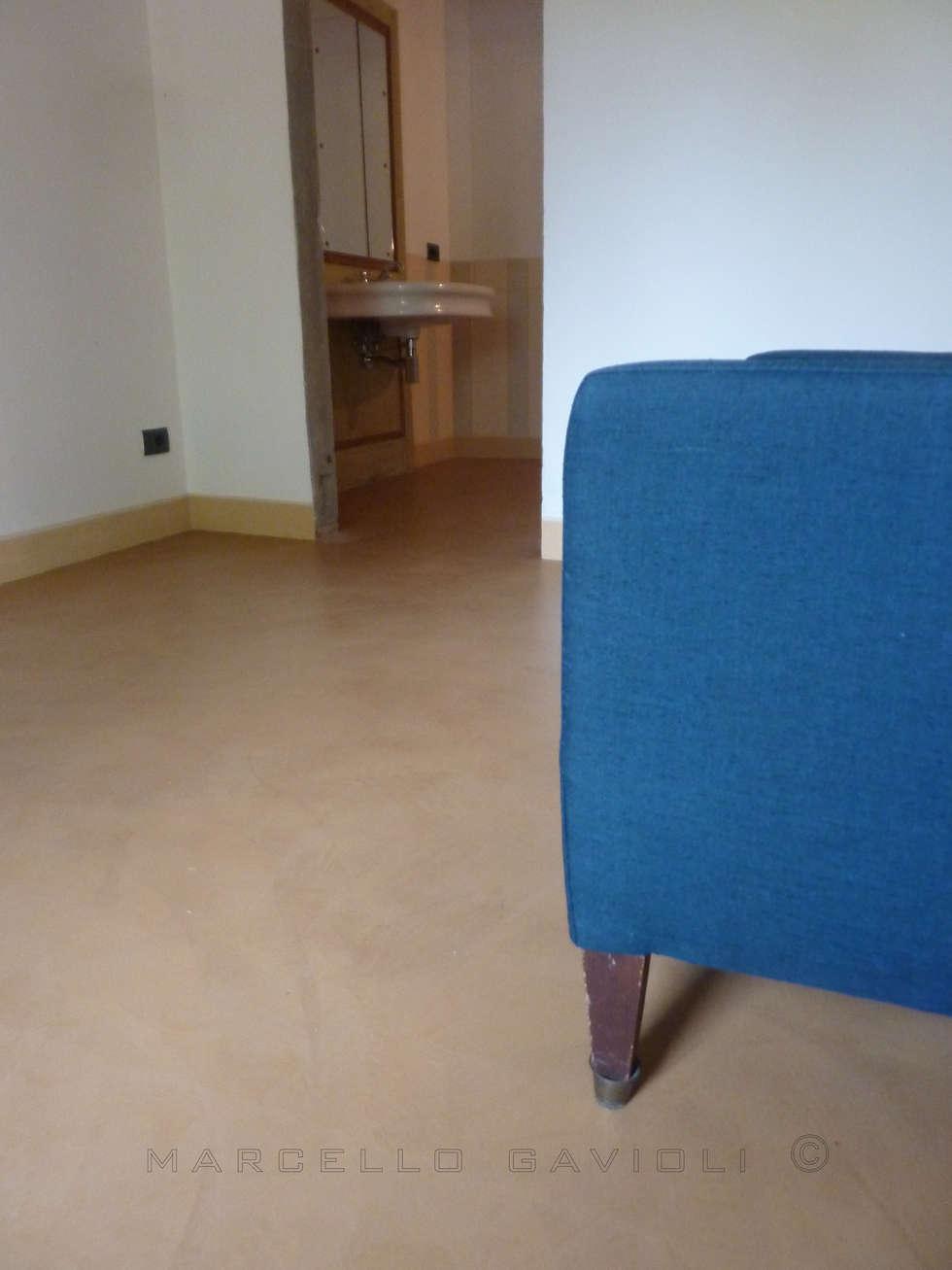 BioMalta Avana finitura Opaca: Camera da letto in stile in stile Mediterraneo di Marcello Gavioli