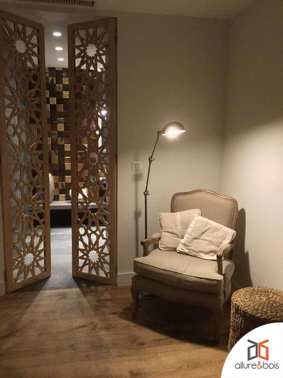 portes sur mesure d'une salle de bain en bois massif: Salle de bains de style  par Allure et Bois