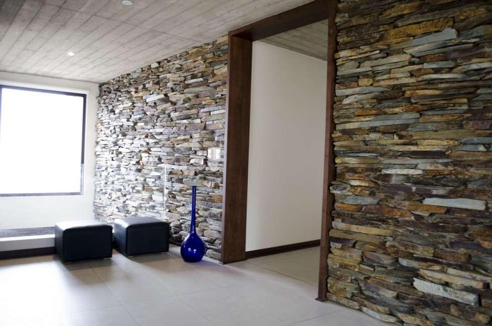 Marco de puerta.: Puertas y ventanas de estilo moderno por Ignisterra