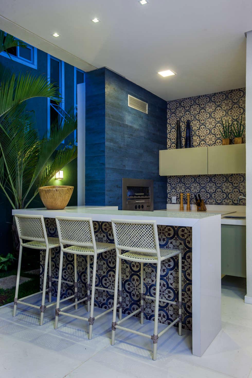 Varanda Gourmet: Terraços  por Eveline Sampaio Arquiteta e Designer de Interiores