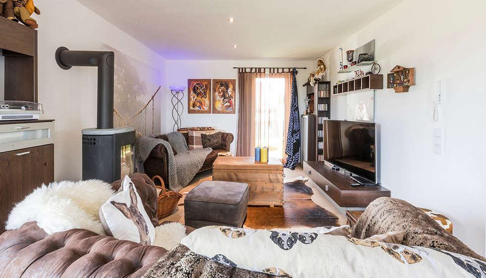 Gemütliches wohnzimmer mit kaminofen: moderne wohnzimmer von ...
