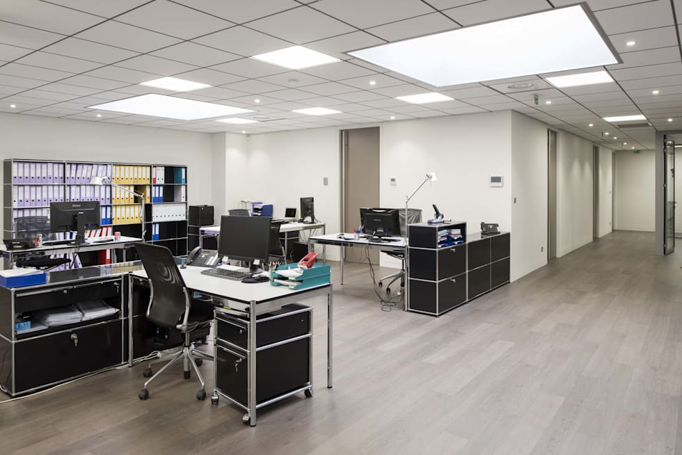 Open space bureaux: Bureau de style de style Moderne par réHome