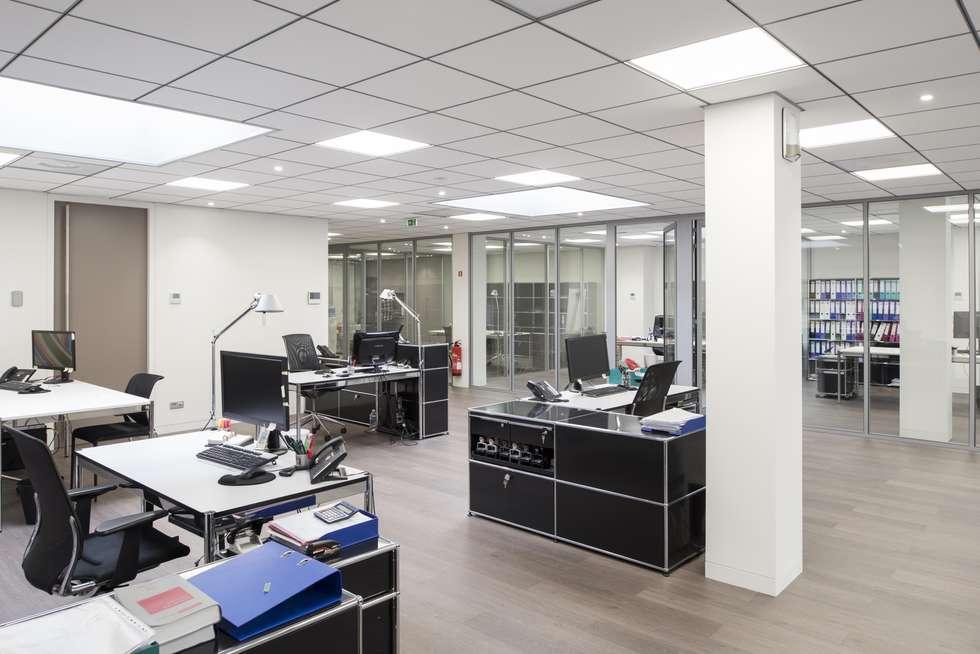 Ilots de travail bureaux: Bureau de style de style Minimaliste par réHome