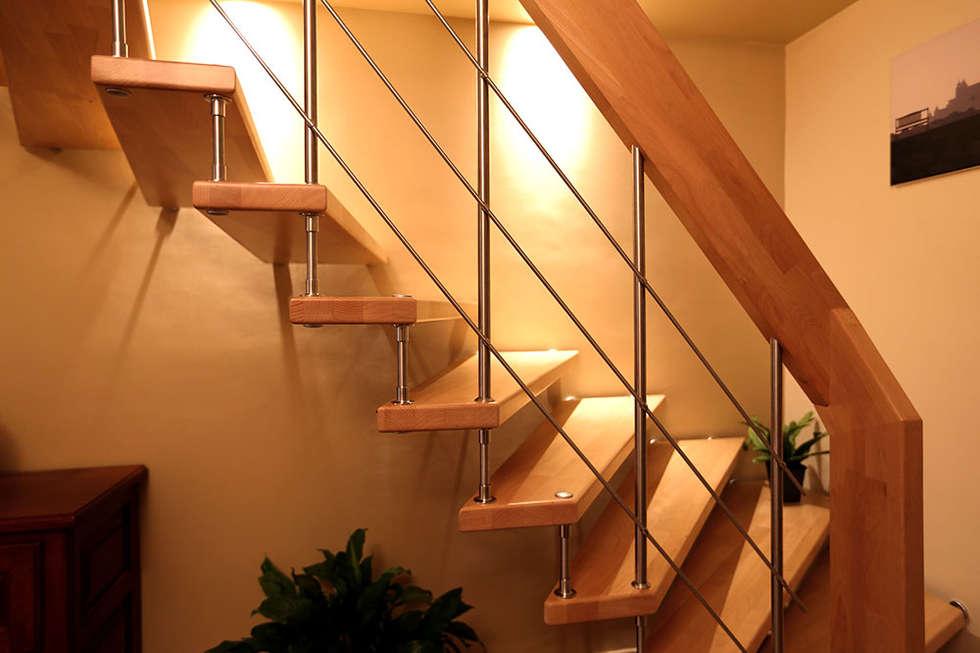 Escalier suspendu NOVA: Couloir et hall d'entrée de style  par Passion Bois