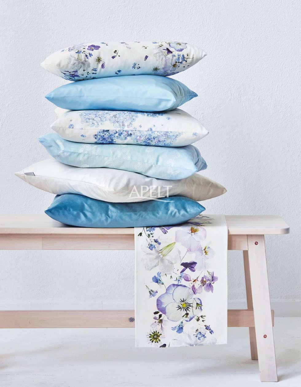 Tischband Mit Zarten Blten Und Kissen In Blautnen Moderne Wohnzimmer Von APELT STOFFE