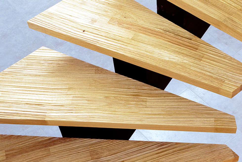 Escalier Senzu: Couloir et hall d'entrée de style  par Passion Bois