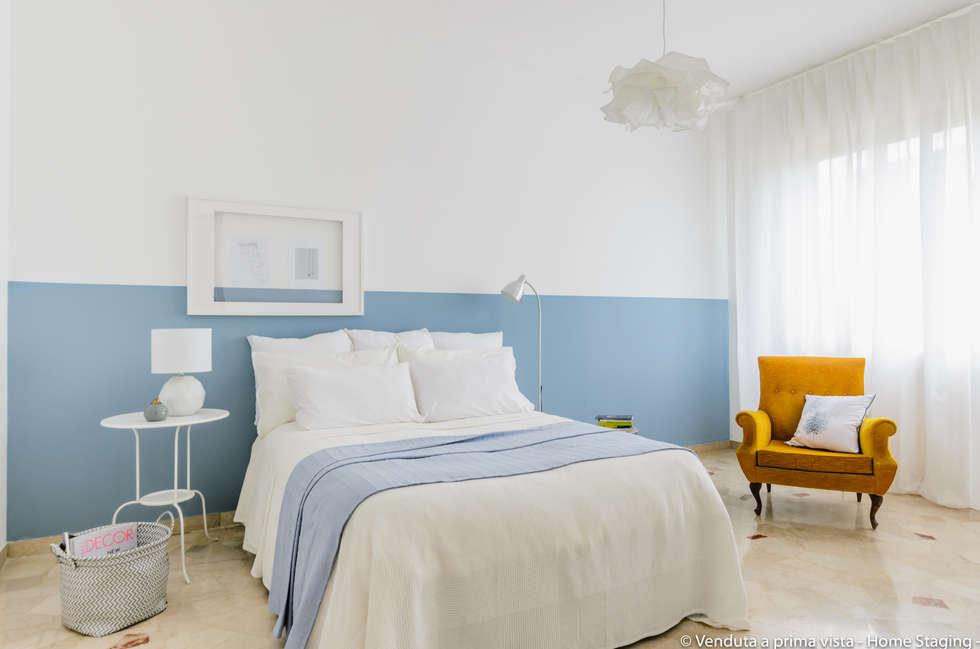 Bedroom camera da letto in stile in stile scandinavo di - Pareti a righe camera da letto ...