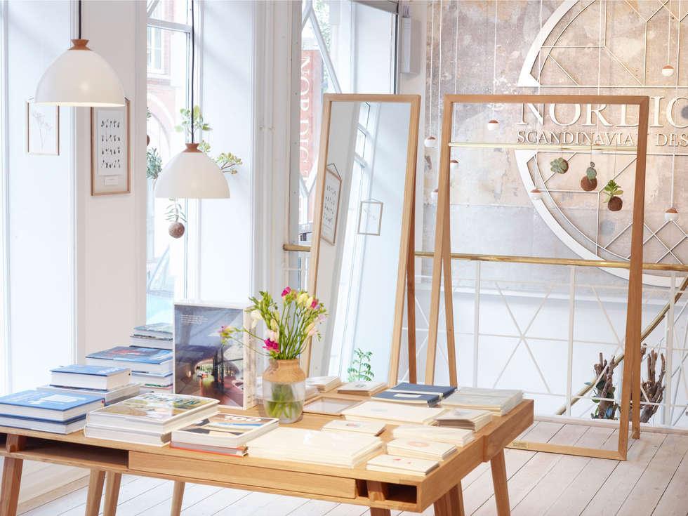 Massivholz Schreibtisch POET DESK Mit Vase SYMBIOSIS: Skandinavische  Arbeitszimmer Von HolzDesignPur