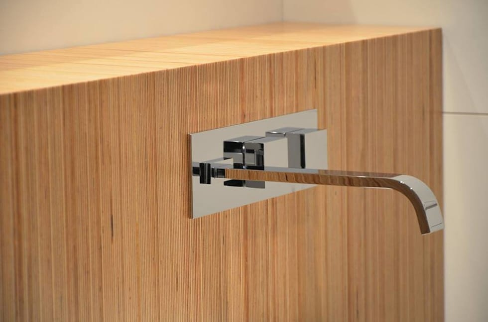 Casa de banho social em apartamento: Casas de banho modernas por Dynamic444