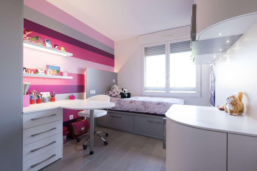 Chambre de fille rose,: Chambre d'enfant de style de style Moderne par LA CUISINE DANS LE BAIN SK CONCEPT