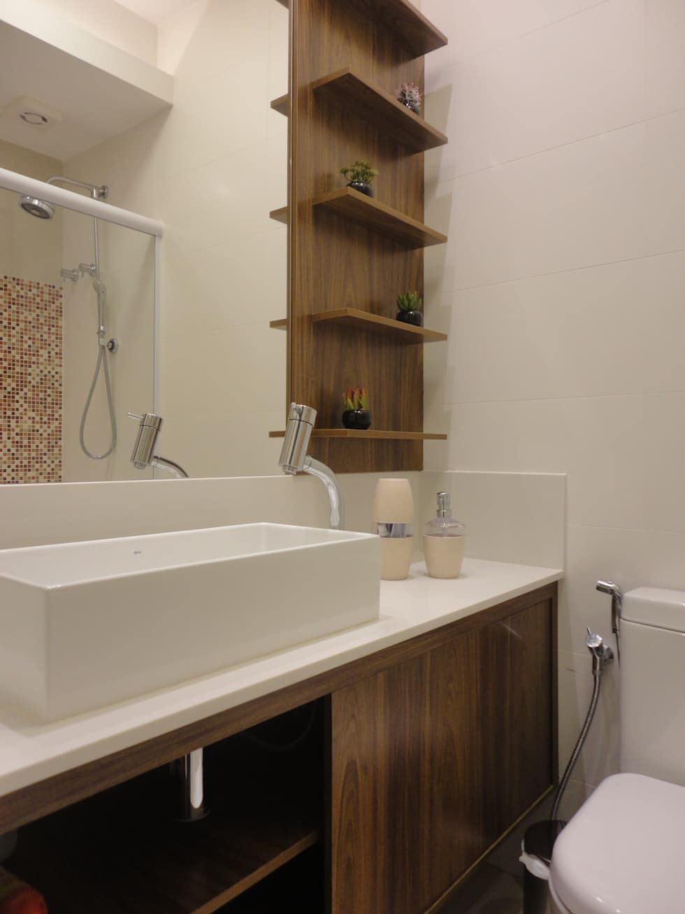 Baños de estilo moderno por Maria Helena Torres Arquitetura e Design