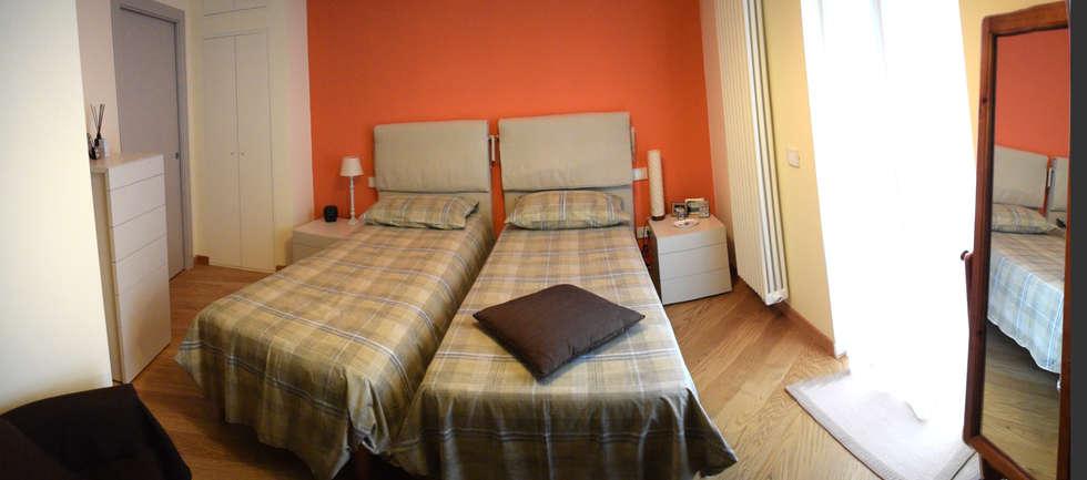 Camera matrimoniale: Camera da letto in stile in stile Moderno di Fabio Ricchezza architetto