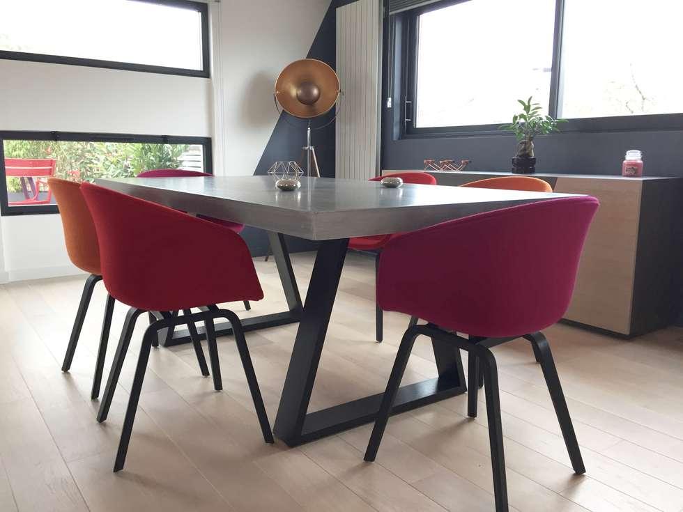 Décoration d'un salon/salle à manger béton et graphisme !: Salle à manger de style de style Moderne par ATDECO