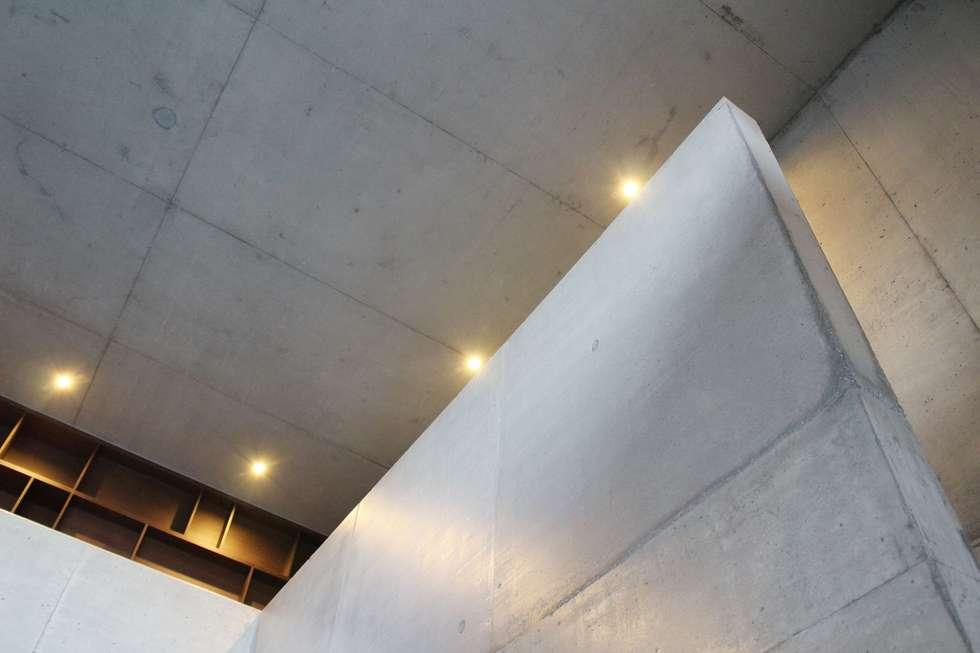 casa SS interiors: Salas de estar modernas por Artspazios, arquitectos e designers