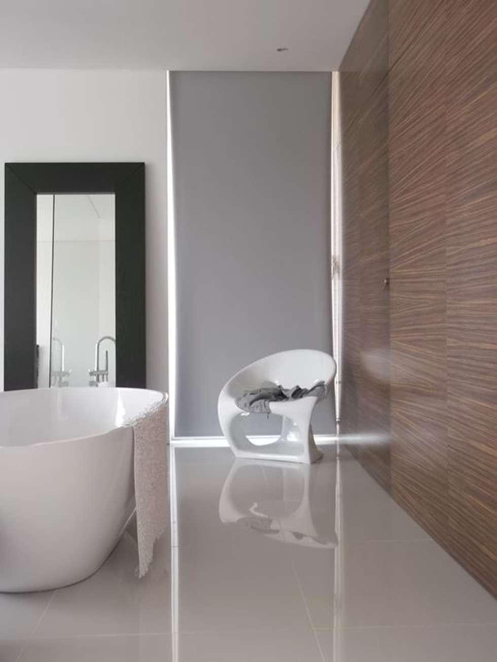 Casa Claudia: Casas de banho minimalistas por Artspazios, arquitectos e designers