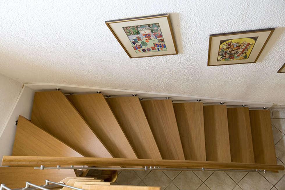 Escalier en chêne : Couloir et hall d'entrée de style  par Passion Bois
