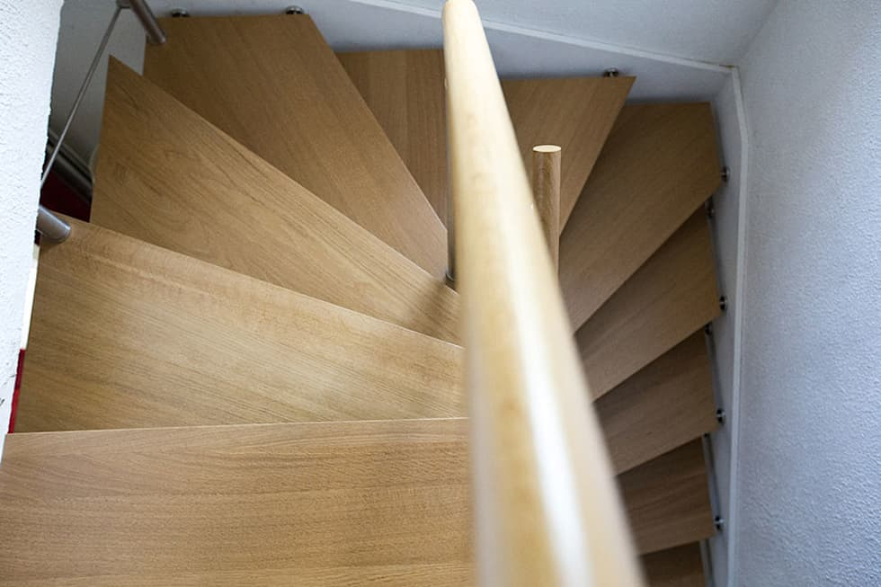 Escalier en chêne: Couloir et hall d'entrée de style  par Passion Bois