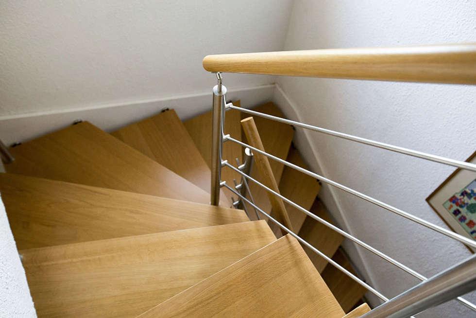 Escalier suspendu : Couloir et hall d'entrée de style  par Passion Bois