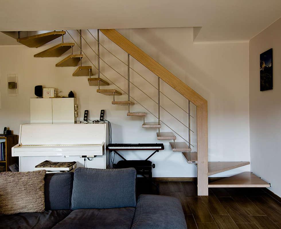 Escalier en chêne blanchi: Couloir et hall d'entrée de style  par Passion Bois
